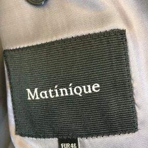Kun brugt én gang til konfirmation. Habit, Martinique, str. 46 Flot mørkeblåt jakkesæt.