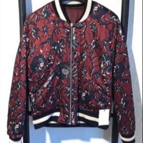 Mega fed bomber jakke fra isabel marant etoile i str. 36 (fr38)   Jakken kan vendes og der er derfor 2 i 1 jakke, mega smart!   Kom med realistisk bud ☺️