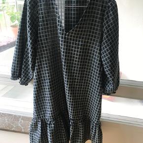 Neo Noir kjole
