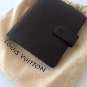 Louis Vuitton pung, dustbag er fra et andet køb men følger med.