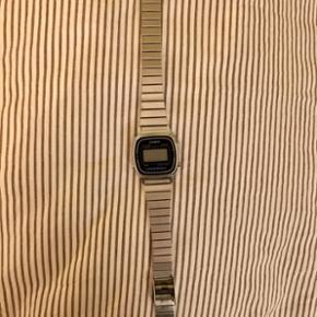 Casio ur sælges. Køber betaler selv fragten. Byd :)