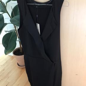 Selected femme kjole i silke-lignende stof. Kom med et bud