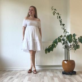 Boohoo kjole