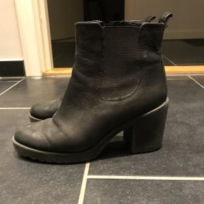 Fine støvler fra Vagabond, godt brugt men i fin stand. Normal i størrelsen. Nypris 800, byd!