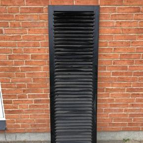 Indret din bolig med denne  skønne vintage skodde. I flot stand.  Højde 162cm Bredde 50cm