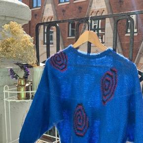 Skøn retro-sweater fra Berlin 💫  💙 Fra tysk vintage mærke 💙 Svarer ca. til en str. small