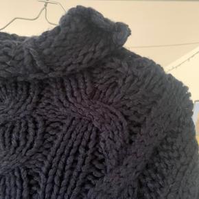 Oversize strik fra ZARA. God til de kolde vinterdage.