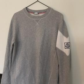 Moncler x Thom Browne / Gamme Bleu  Size: Medium, true to size Mp: 650 Bin: 1000 Kan sendes og mødes Intet OG, men står som ny