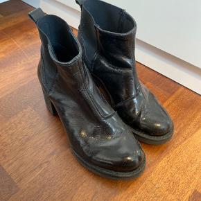 Støvler i lak look