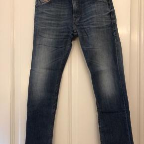 Super fede jeans fra Diesel i str. 28/30. Desværre for korte i længden, så de er kun blevet anvendt én gang.    #Secondchancesummer