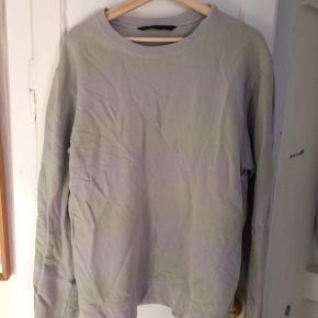 Stribet sweater, kan være svært at se striberne, men de er der :)