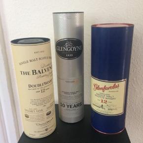 Æsker fra whisky flasker Kan evt bruges til opbevaring, pynt eller lamper. 20 kr pr stk Alle 3 for 50 kr.