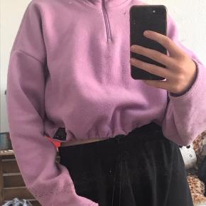 En flot cropped sweater fra Urban outfitters🥰 kun brugt en gang