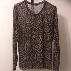 Smuk gennemsigtig leopard bluse fra ONLY i str. L. Helt ny og ubrugt til 80kr måske dit bud😊 Aarhus
