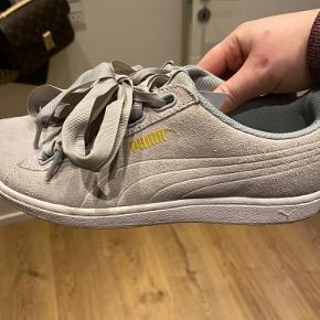 Puma sneakers med sløjfe snøre i rigtig flot stand.