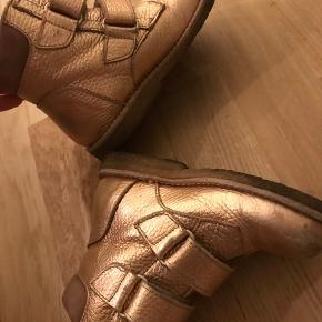 Angulus vinter støvler med for  Brugt en sæson  Kvittering haves  Ses slidt på snuden, gode til brug i institution .