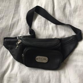 Vintage bæltetaske med mange gode, små rum.