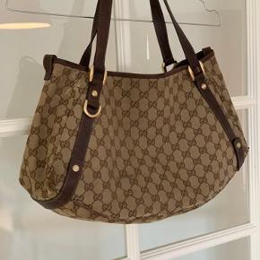Ældre Gucci-taske. Købt i Firenze 06.  Kom med et bud.