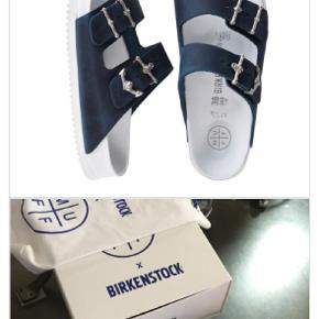 Jeg sælger mine designer Birkenstock lavet af den tyske designer Patrik Muff . Har brugt dem 1 gang i få timer . Virkelige lækre sko . De er i størrelse 38 med smal fit men jeg har selv lidt brede fødder så folk med lidt brede fødder ville også kunne passe dem :) Jeg er selv en størrelse 39-40 men fordi de er birkenstock sandaler så går man 1 til 2 størrelser ned da de er kendt for at være lidt stor i det  . Dustbag følger med .... Nu , kun til 1000 💕   Nypris : 7000
