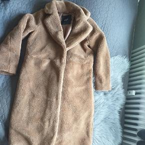 Aldrig brugt, lækker bamset frakke!