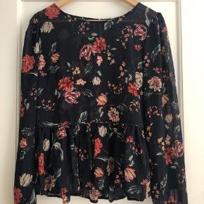 Fin trøje/bluse fra Vila Str 36 Aldrig brugt og stadig med prismærke ❤️