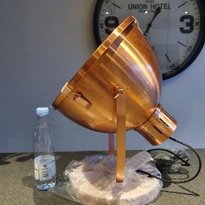 Vanvittig flot og stor kobber lampe!   Nypris 1899 kr.