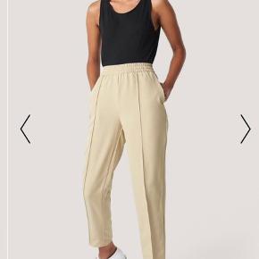 Sælger disse fede bukser fra Na-kd. Brugt en enkelt gang, da jeg har et par mere. Helt normale i størrelsen. Jeg er 1.65 selv og de passer perfekt 🌞