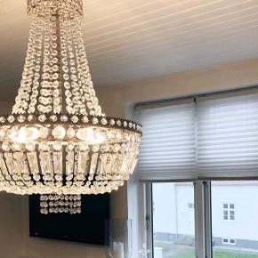Smuk lysekrone til salg. Bud ønskes og kan ses i Odense.