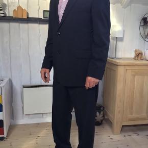 Hugo Boss jakkesæt brugt en enkel gang fremstår som nyt Mp 800 kr til salg på flere salgsider