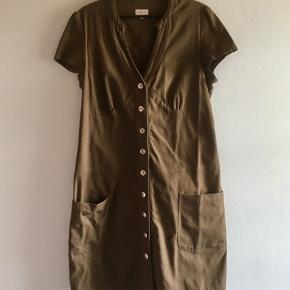 Kjole fra det svenske mærke Skimra. Sender med DAO. Køber betaler forsendelse.  #sundaysellout