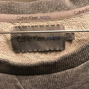 Flot velholdt Calvin Klein jeans sweater i str. XL  Byd!