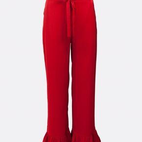 Satin Viscose red pants with frills from Baum und Pferdgarten ✨