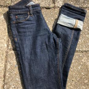 Noak Skinny Jeans i Stretch denim, W26 L32. Sælger disse for knægten.  SUPER fede, men desværre blevet for små allerede🙄 De har været på tre gange, vasket én gang. Sælges også stadig på ASOS' hjemmeside!