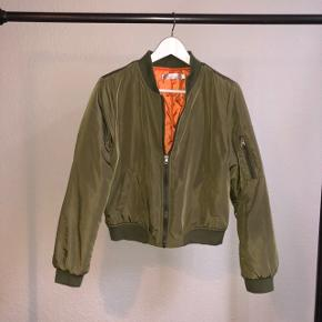 Wonderful bomber jacket perfect for the spring, summer and autumn with thin as well as thick shirts beneath. No signs of use
