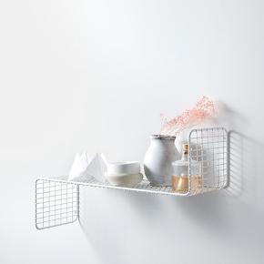 Sælger to IKEA Svenshult hylder. Måler 60 x 20 cm. Stadig i emballage. En for 60 kr, to for 110 kr . KAN AFHENTES I ÅRHUS C