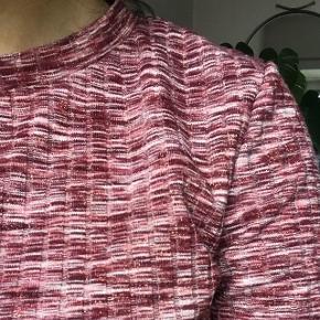Lyserød glimmer trøje fra hm, brugt til nytår og en fest. God stand og ingen brugstegn   Søgeord: Rød hvid striber