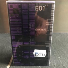 Escentric Molecule 01 i ubrudt emballage. Købt i Matas til 640kr. Kan mødes og handle i Ringsted eller på Frederiksberg - sender også gerne.
