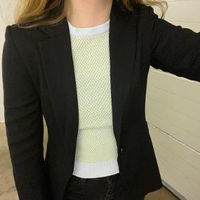 Sælger denne blazer😊  Modellen der har blazeren på er selv 173 cm. høj og bruger normalt xs/s.  Kom gerne med bud!😊  Go' dag!