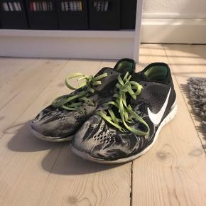 Nike træningssko, fejler ingen ting, str.38,5. Der må Gerne bydes, realistisk. Sender gerne, køber betaler fragt