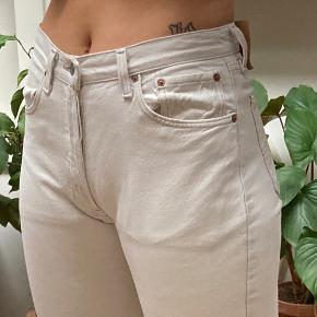 Fede hvide Levi's bukser , W31 L34 (dog lagt op i benene)