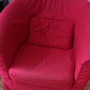 Rød ikeastol.. God med brugt.. Den er lidt beskidt men er sikker på den kunne blive pæn af at blive vasket 😉 kom med et bud