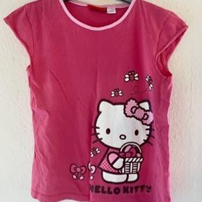 Hello kitty t-shirt 134-140  -fast pris -køb 4 annoncer og den billigste er gratis - kan afhentes på Mimersgade 111 - sender gerne hvis du betaler Porto - mødes ikke ude i byen  - bytter ikke