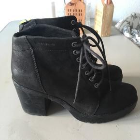 Sorte læder sko fra vagabond, nypris 1500kr 🌸 sælges da de ikke længere bliver brugt, har en lille smule brugsslid, som bliver vist på billederne
