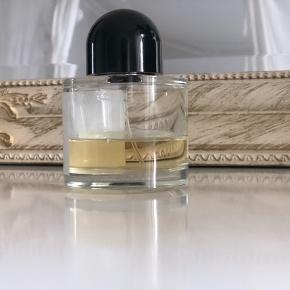 Der er stadig 40% tilbage af den.  100 ml eau de parfum   Bytter ikke. Bud under mp ignoreres