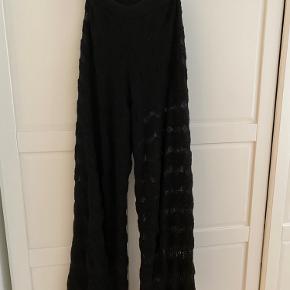 """Mission strik bukser i god stand. Med mønstr så man kan se ind til benet, der er et par indsyet silke """"shorts"""" så de er ikke gennemsigtige foroven 🍂 mp:1000kr"""