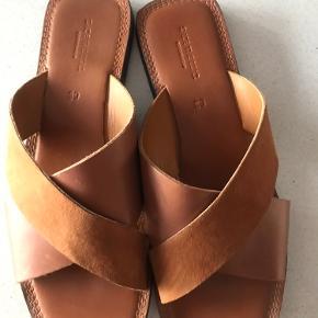 Brugt et par timer, må desværre konstatere at min fod er for smal til disse smukke sandaler