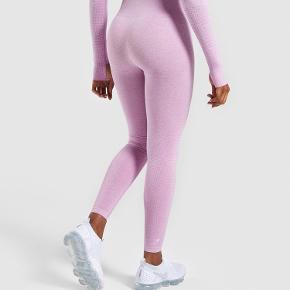 De populære og udsolgte Vital seamless tights fra Gymshark. Kun brugt 1 gang. Fejler intet. Prisen er fast :)