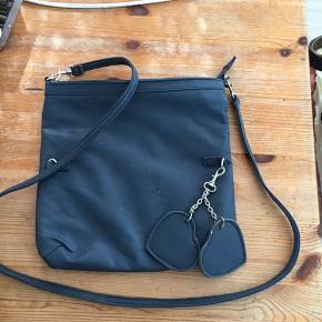 Ny taskke sælges der må byddes