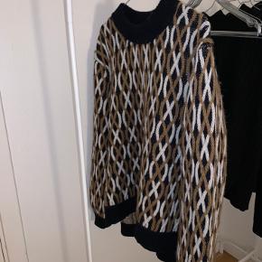 Stine Goya sweater, str. M. Brugt 2 gange, så har ingen tegn på særlig brug.   Jeg sender ikke flere billeder.
