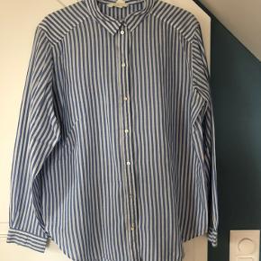 Super fin skjorte! Brugt, men ingen slitage :)